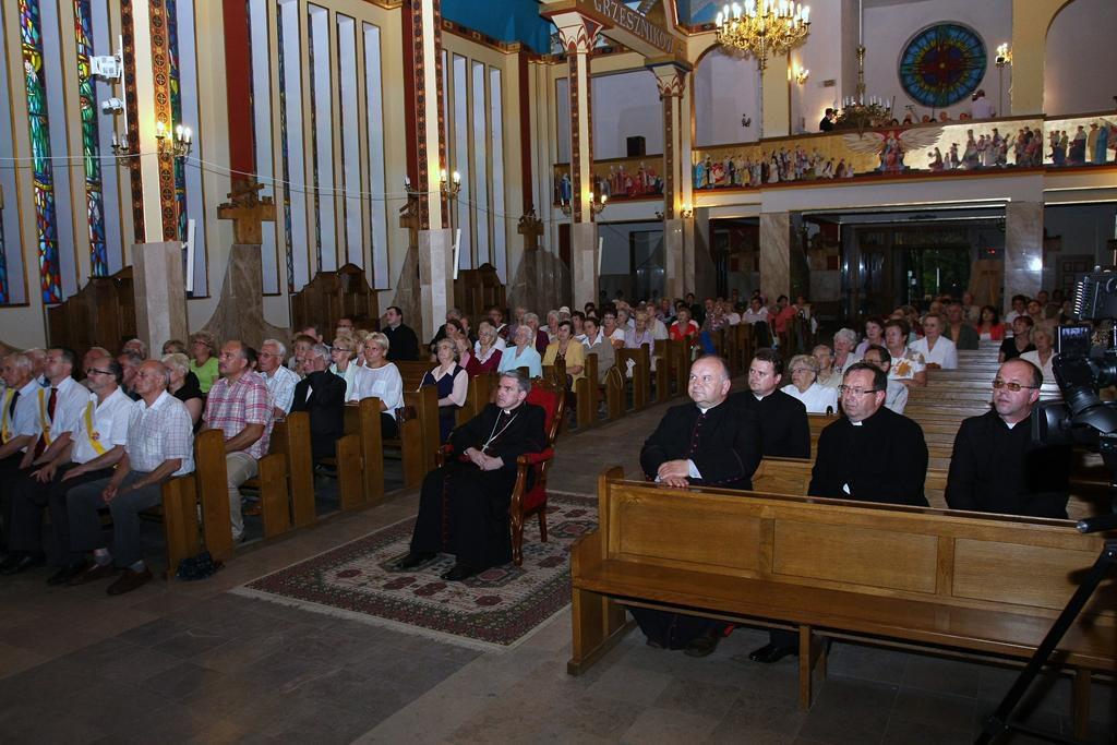 Parafia Najświętszej Maryi Panny Saletyńskiej w Ostrowcu Świętokrzyskim na Piaskach 1