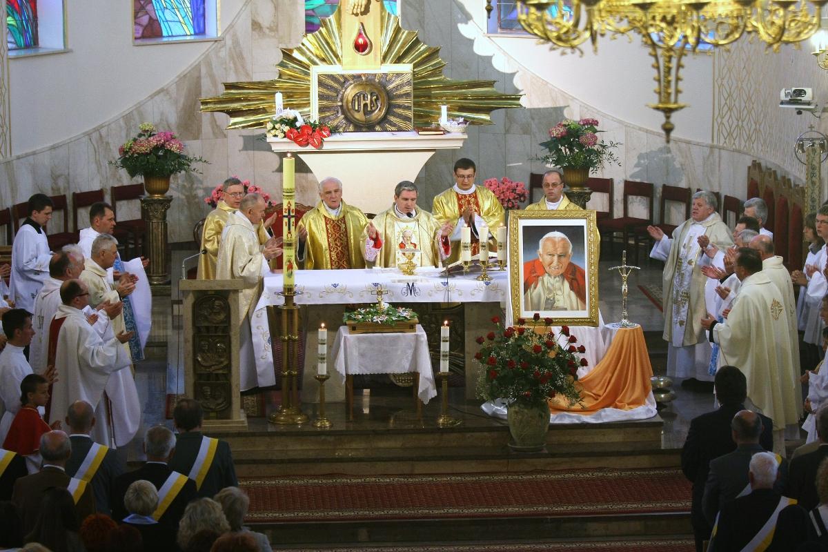 Parafia Najświętszej Maryi Panny Saletyńskiej w Ostrowcu 3