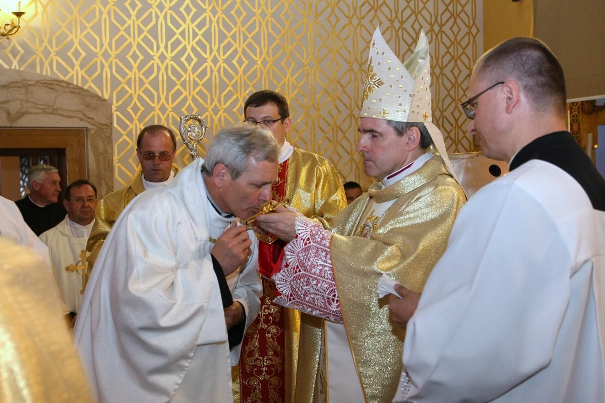 Parafia Najświętszej Maryi Panny Saletyńskiej w Ostrowcu 4